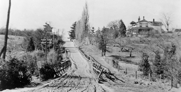 Bayview and Eglinton looking north in 1910.