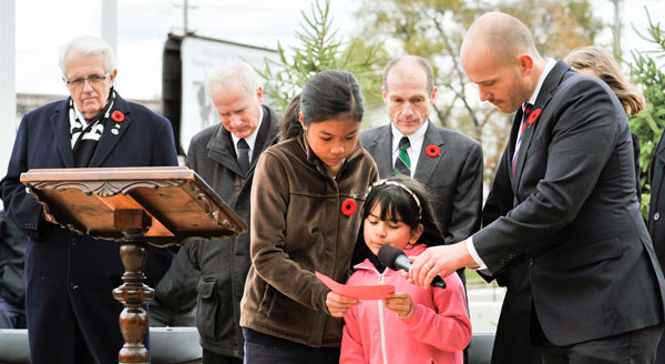 Students read out plaque's history