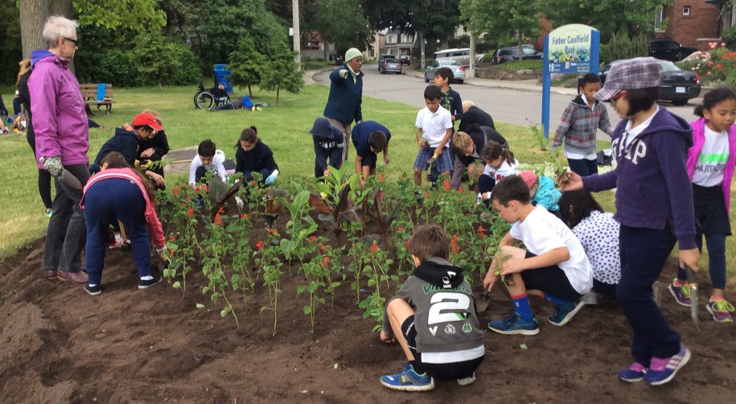 Leaside Grade 3 Students Planting at Trace Manes Park