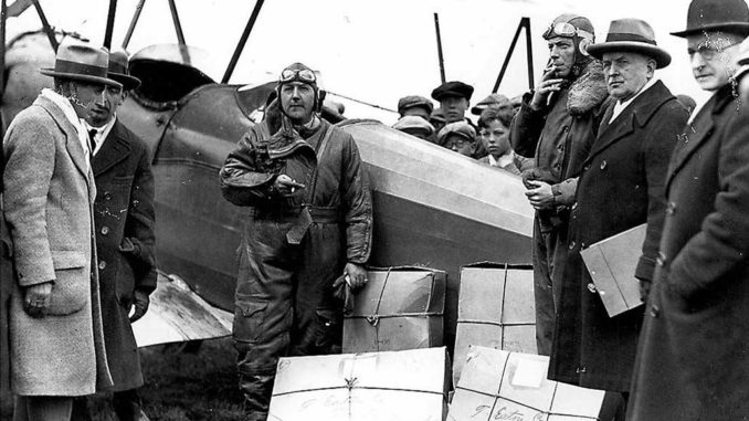 The first air mail delivery, Leaside Aerodrome.