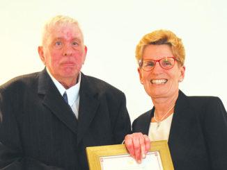George Turrell receiving an award from Kathleen Wynne. Photo by Dan Girard.